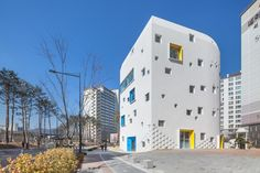 Walls with built-in flowerpots and a staircase that functions as a play space both feature at this Seoul kindergarten by local architects office OA Lab Minimalist Architecture, Beautiful Architecture, Architecture Drawing Art, Architecture Design, Facade Design, Exterior Design, Kindergarten Design, Walter Gropius, Interior Minimalista