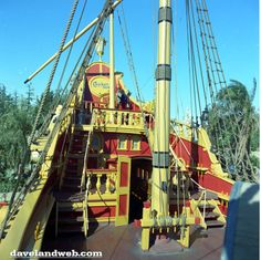 We've all seen at least a few hundred photos of the Chicken of the Sea Pirate Ship in Fantasyland. Disney Stuff, Disney Love, Disney Magic, Disney Parks, Walt Disney World, Sea Pirates, Vintage Disneyland, Disney Posters, Disney Theme