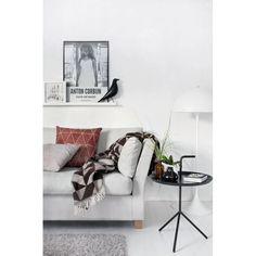 Furniture - Living Room : scandinavian style (via Interior inspirations) - my ideal home. Estilo Interior, Interior Styling, Living Room Inspiration, Interior Design Inspiration, Living Room Interior, Home Living Room, Living Area, Black And White Interior, Black White