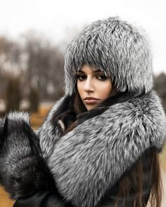 So much fur 😍😍 Chinchilla, Fur Coat Fashion, Sable Coat, Fur Clothing, Fur Accessories, Furry Girls, Fox Fur Coat, Cute Jackets, Russian Fashion