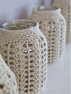 Frascos con tejido de crochet en el almacen de toto Jars with crochet fabric in the toto warehouse Crochet Diy, Crochet Home Decor, Love Crochet, Crochet Gifts, Crochet Bags, Crochet Hearts, Crochet Fabric, Crochet Jar Covers, Knitting Patterns
