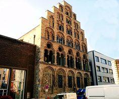 Das Overstolzenhaus in der Rheingasse ist nicht nur eins der ältesten Häuser Kölns, es ist sogar das größte und älteste erhaltene Patrizier...