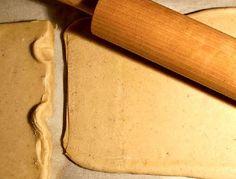 Esta es una forma de preparar masa de hojaldre. Hay muchas maneras de hacerlo. Esta masa es con un hojaldre rápido que queda bien, si bien no crece tanto…