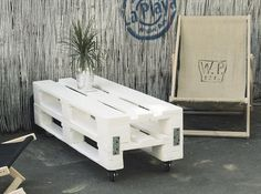 shabby-chic-white-pallet-coffee-table-with-casters.jpg 640 ×476 pixels