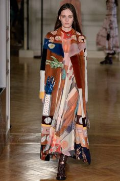 Valentino Fall 2017 Ready-to-Wear Fashion Show - Lea Holzfuss even the mink is printed like that