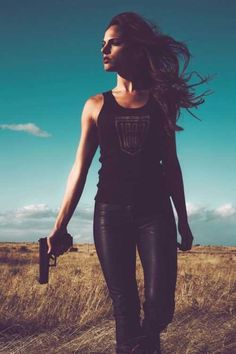 Girls With Guns Volume 1 - 30 Pics