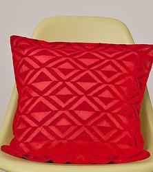 Rotes Kissen mit roter geometrischer Stickerei http://www.glockengiessercollection.de/home_frameset.htm#!product/prd1/1200039251/rotes-kissen-mit-roter-geometrischer-stickerei
