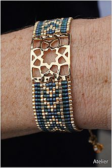 Stunning Bracelet in Gold and Teal Beads (small)