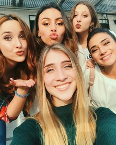 Ventino Girl Photos, Couple Photos, Bff, Couples, Beauty, Frases, Musica, Singers, Princesses