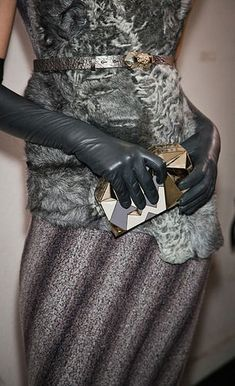 Le A la Mode — glamour: Pretty grey textures from Missoni, fall. Elegant Gloves, Black Leather Gloves, Leather Accessories, Real Leather, Mode Glamour, Gloves Fashion, Seventies Fashion, Long Gloves, Pinterest Fashion