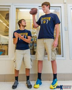 At Logan Routt is the tallest quarterback ever (VIDEO) Giant People, Tall People, Football Helmet Design, Football Helmets, Nikki Mudarris, Macro And Micro, Football And Basketball, Tall Guys, Hot Guys