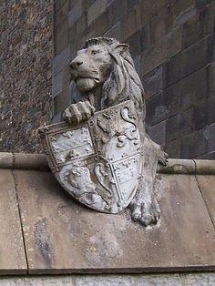 Cardiff castle - Animal wall, lion