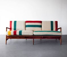 Some more quirkiness in the upholstery. beautiful simplicity Mid-century modern Teak frame sofa by Danish architect and furniture designer Ib Kofod-Larsen, with new cushions upholstered in deadstock Hudson Bay blankets. Modern Furniture, Home Furniture, Furniture Design, Chair Design, Plywood Furniture, Design Design, Design Trends, Pallet Furniture, Antique Furniture