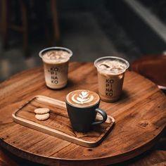 Coffee Cozy, Espresso Coffee, My Coffee, Coffee Drinks, Coffee Time, Coffee Creamer, Coffee Break, Morning Coffee, French Coffee Shop