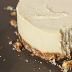 Cheeecake vegan trop bon, trop facile et trop gourmand - Cheesecake Recipe Raw Desserts, Vegan Dessert Recipes, Raw Food Recipes, Sweet Recipes, Pastry Recipes, Raw Cheesecake, Cheesecake Recipes, Patisserie Vegan, Gateaux Vegan