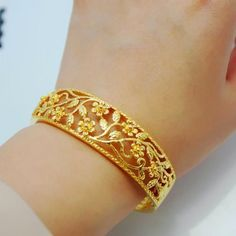 Indian Jewelry - Dressing Up in Anarkali Salwar Kameez for Mehendi Ceremony * Learn more by visiting the image link. Kids Gold Jewellery, Gold Jewellery Design, Gold Jewelry, Fine Jewelry, Jewelry Shop, Glass Jewelry, Silver Bracelets, Silver Ring, Jewelry Necklaces