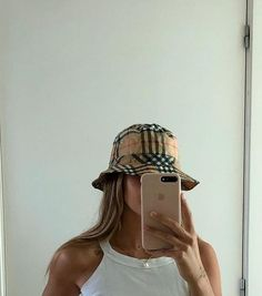Best Aesthetic Clothes Part 8 Bucket Hat Outfit, Bob Chapeau, Kleidung Design, Foto Fashion, Look Girl, Accesorios Casual, Cute Hats, Fashion Outfits, Womens Fashion