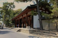 The entrance to Toshodaiji, this temple is a world heritage site and is visited by many national and international tourists alike. It currently owns 17 National Treasures and more than 200 Important Cultural Properties.