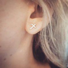 Tiny Stud Earrings, Cross Earrings, Sterling Silver Cross, Piercings, Personalized Jewelry, Most Beautiful, Jewels, Minimalist Earrings, Trending Outfits
