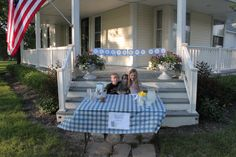 Make your own lemonade stand, free printables included! International Delight #icedcoffeelove summer contest