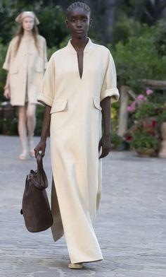 White Fashion, Look Fashion, Womens Fashion, Fashion Design, Simple Dresses, Casual Dresses, Fashion Dresses, Elegante Y Chic, Mode Abaya