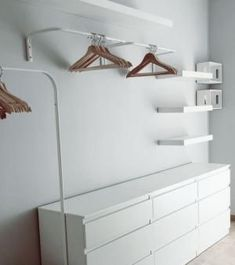 Open dressing room: wardrobe above dressers women . - Open dressing room: a wardrobe above chests of drawers women - Walk In Closet Small, Walk In Closet Design, Small Closets, Closet Designs, Closet Bedroom, Bedroom Decor, Budget Bedroom, Ikea Bedroom, Bedroom Storage