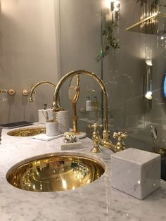 A luxury bathroom will get you halfway to a luxury home design. A luxury bathroom will get you halfway to a luxury home design. Today, we bring you our picks for the top bathroom decor ideas that merge exclusive bathroom Bad Inspiration, Bathroom Inspiration, Bathroom Ideas, Bathroom Organization, Bathroom Renovations, Bathroom Showrooms, Salon Interior Design, Interior Design Inspiration, Design Ideas