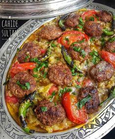 Kebab with Söğürlü - Cahide Sultan بِسْمِ اللهِ الرَّحْمنِ الرَّحِيمِ - - Söğürmeli Kebap – Cahide Sultan بِسْمِ اللهِ الرَّحْمنِ الرَّحِيمِ Kebab with Söğürlü – Cahide Sultan بِسْمِ اللهِ الرَّحْمنِ الرَّحِيمِ Turkish Recipes, Greek Recipes, Meat Recipes, Cooking Recipes, Ethnic Recipes, Iftar, Turkish Kitchen, Healthy Eating Tips, Healthy Nutrition