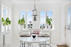 Matsal i burspråk Oversized Mirror, Sweet Home, Inspiration, Furniture, Home Decor, Biblical Inspiration, Decoration Home, House Beautiful, Room Decor