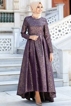 Love the modesty of this dress! Hijab Style Dress, Chic Dress, Dress Outfits, Hijab Outfit, Islamic Fashion, Muslim Fashion, Abaya Fashion, Fashion Dresses, Fashion Muslimah