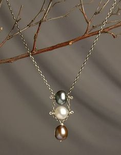 dangle (do a bracelet with a row of pearls between two chains)