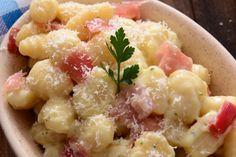 Gli gnocchi prosciutto crudo e gorgonzola sono davvero deliziosi, profumati e con un sapore così intenso da renderli irresistibili. Ecco la ricetta