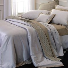 Matouk's Kingston collection is rich in style and masculinity. Italian woven chambray sheeting with a handsome cuff in the opposite face of the fabric exudes sophistication. Shown with Harlow coverlet and sham.