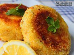 cod fish recipes - Traditional Irish cod fish cakes recipe from an Irish American Mom Cod Fish Recipes, Seafood Recipes, Gourmet Recipes, Cooking Recipes, Easter Fish Recipes, Seafood Bake, Potluck Recipes, Meal Recipes, Cod Fish Cakes