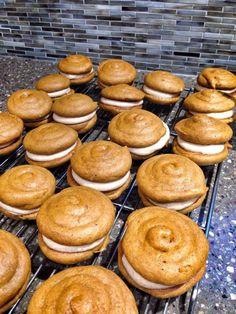 Gluten Free Pumpkin Spice Whoopie Pies (with vegan options!) from http://www.meganlierman.com