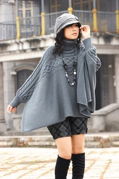 the gray top Knitted Poncho, Fashion Outfits, Womens Fashion, Pull, Coats For Women, Knitwear, Knitting Patterns, Knit Crochet, Winter Fashion