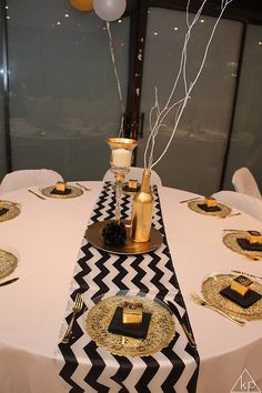 Black And Gold Party Table Decorations party deco Pinterest