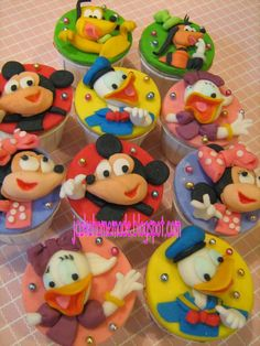 Mickey Mouse Clubhouse Cupcakes (by jcakehomemade)