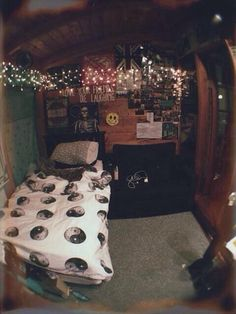 this is my all time favorite room I have seen on pinterest !! one day my room will be like this ☠