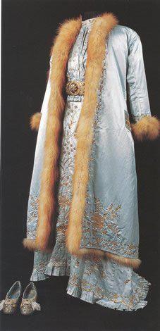 Dress and matching fur-lined Kaftan, urban style, Late-Ottoman, end of 19th century, Sadberk Hanim Museum