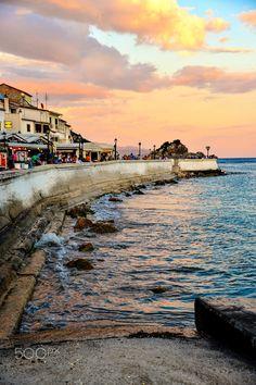 Τέλος ημέρας, Πάργα ~ End of day, Parga Epirus Hellas Art & Architecture Vacation Places, Places To Travel, The Beautiful Country, Beautiful Places, Oh The Places You'll Go, Places To Visit, Greek Town, Cyprus Greece, Places In Greece