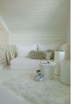 What a cosy corner // DIY tree stump stools Scandinavian Living, Scandinavian Interior, Living Room White, Living Rooms, Nordic Home, Nordic Style, Nordic Interior Design, Bungalow Homes, Cosy Corner