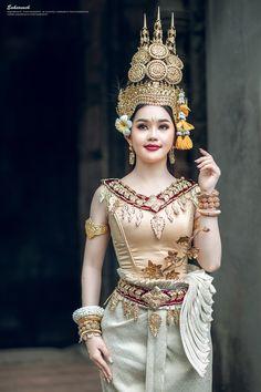 Cambodian Art, Samantha Pics, Thai Traditional Dress, Khmer Wedding, Wedding Costumes, Angkor Wat, Photoshoot Inspiration, Ulzzang Girl, Asian Fashion