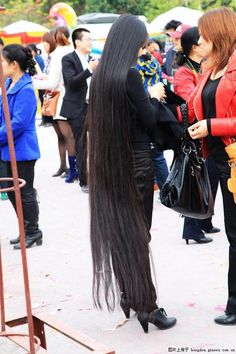 Super long hair travelled in Tianyang ,,photo,China Long Hair Long Black Hair, Long Braids, Super Long Hair, Beautiful Long Hair, Loose Hairstyles, Dream Hair, Hair Lengths, Asian Woman, Sexy Women
