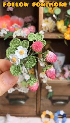 Crochet Strawberry Ideas - Crochet for Beginners Crochet Small Flower, Crochet Flower Tutorial, Crochet Flowers, Crochet Bouquet, Crochet Brooch, Crochet Strawberry, Crochet Fruit, Crochet Leaf Patterns, Crochet Designs