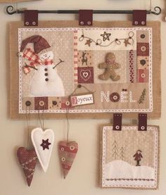 Quick Country Christmas Quilts Country Christmas Quilt Patterns Traditional Quilted Wall Hanging With Snowman And Ginger Bread Man Love It Cores Diferentes Das Tradicionais Plus Country Christmas Quil Christmas Patchwork, Christmas Sewing, Felt Christmas, Christmas Quilting, Country Christmas, Mini Quilts, Small Quilts, Hanging Quilts, Quilted Wall Hangings