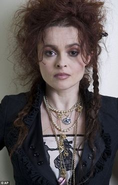 Helena Bonham Carter-I love her as an actress, I love her style. I love Tim Burton movies and I love that he casts her because she makes them golden:) Helena Bonham Carter, Helen Bonham, Helena Carter, Tim Burton, Marla Singer, Johny Depp, Bellatrix Lestrange, Divas, Actrices Hollywood