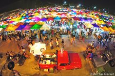 The best night markets in Bangkok offer a carnival like atmosphere with a huge array of goods to browse, and snacks, bars and live music to keep everyone in good spirits. They are the perfect antidote to the ever expanding shopping mall culture that is spreading across the city