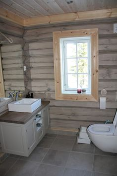 bad Countryside House, Cabin Homes, Bathroom Layout, Log Cabin Bathrooms, Cottage Interiors, Rustic Wood Furniture, Cabin Bathrooms, Cottage Bathroom, Rustic House