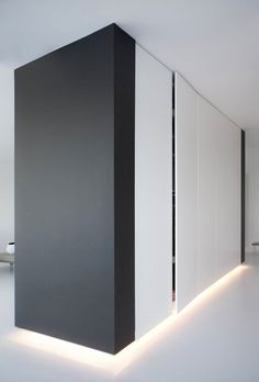 The thick and chunky black end works so damn well sandwiching the white cabinets. Oreo